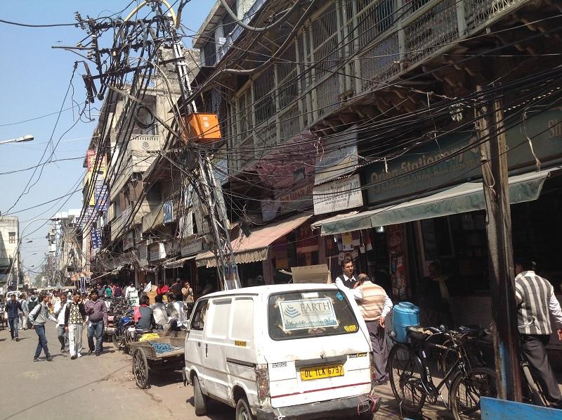 Old Delhi. Man beachte die Freiluft Leitungen