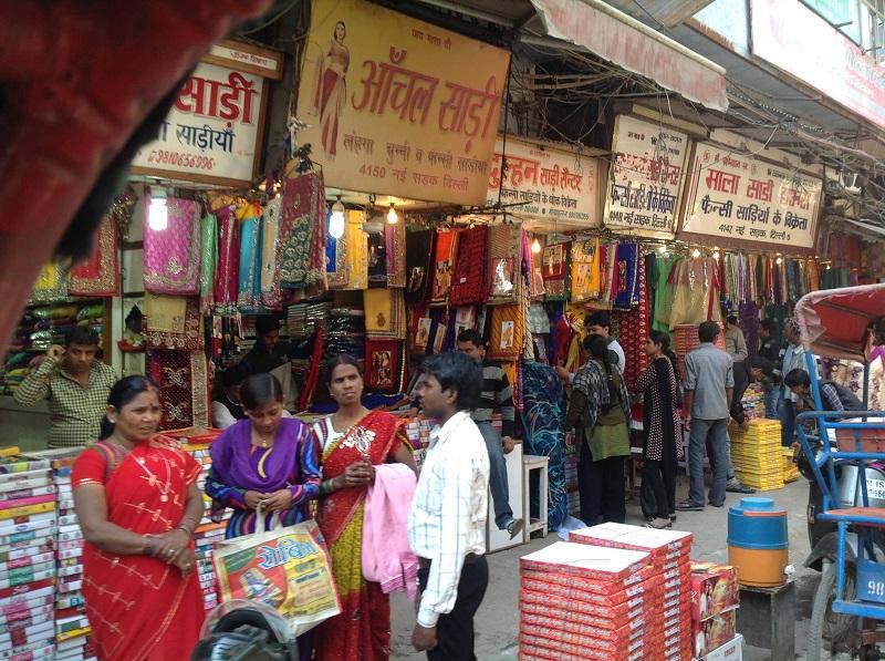 Old Delhi Sari Shops in hülle und fülle