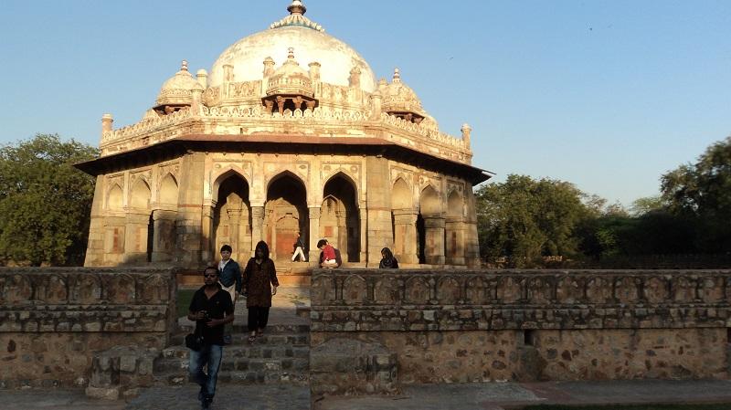 Grabstätte  für den Coiffeur des Maharadschas im Park von Humayns Tomp